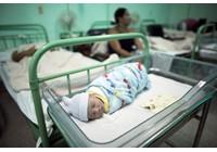 Virus corona - Covid-19: Trong một trường hợp may mắn Người mẹ này bị nhiễm coronavirus sinh ra một cậu bé khỏe mạnh