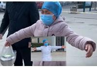 Virus corona - Covid-19: XEM LẠI: Các y tá Trung Quốc điều trị bệnh coronaavirus mang đến cho con gái khóc nức nở